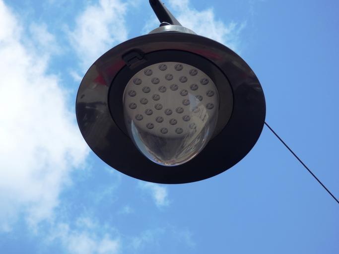 Moderná pouličná lampa