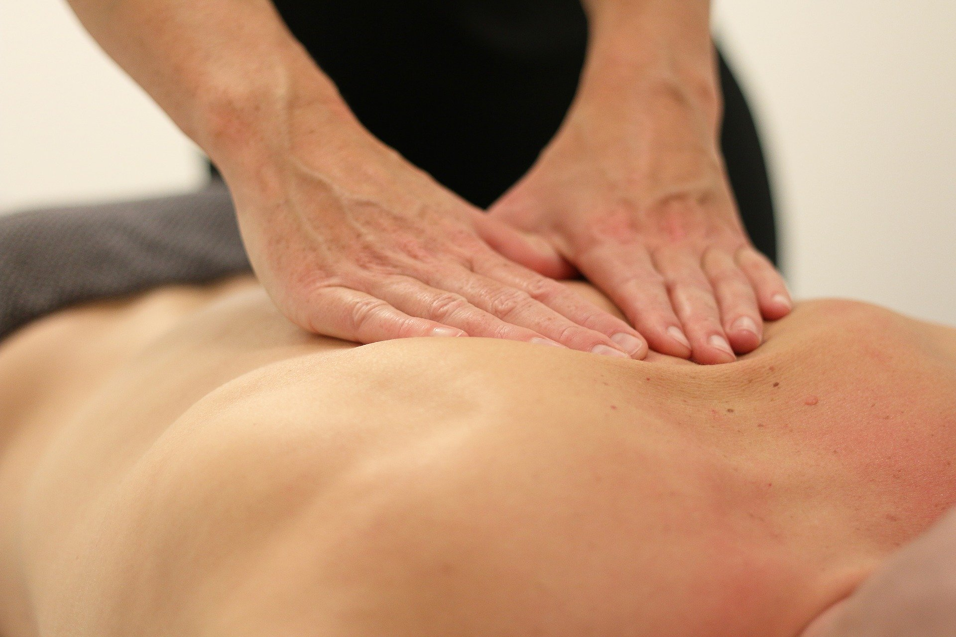 massage-3795691_1920