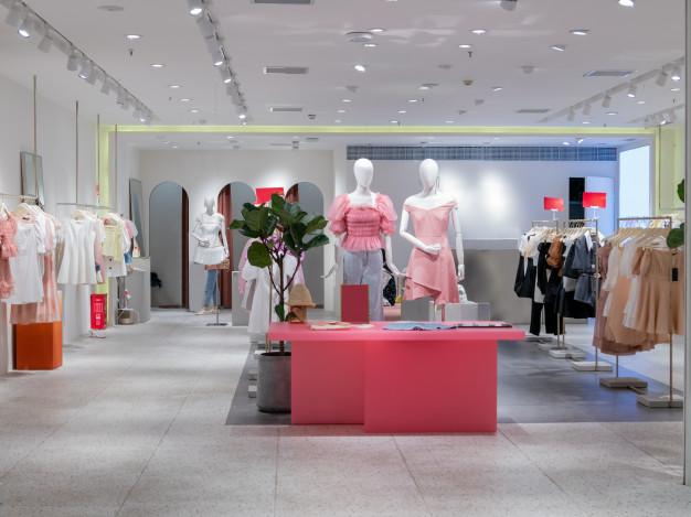 women-s-fashion-store-shopping-center_1112-6689